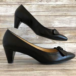 Ecco Black Leather Pointed Toe Dress Pumps.